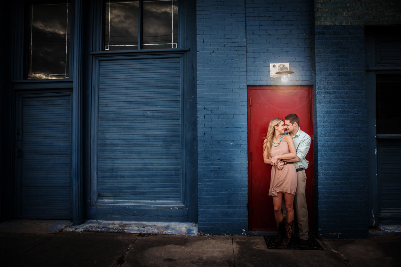 houston downtown blue wall engagement portrait by steve lee photography